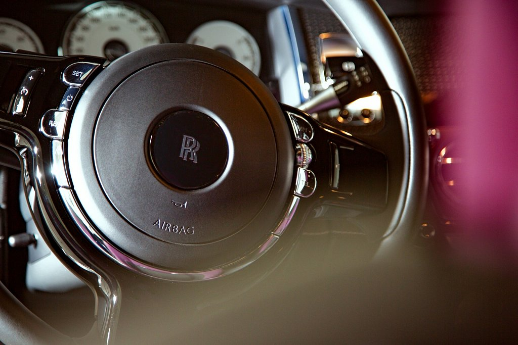 Lenkrad-eines-Autos.jpg